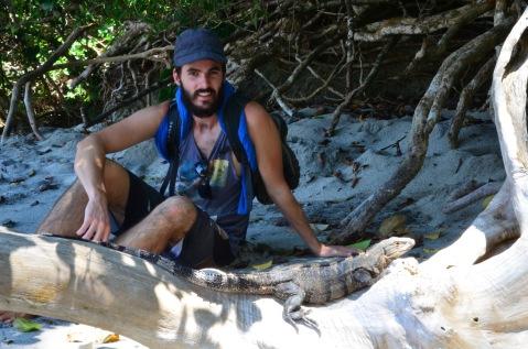 Kadin sunbathing with the Iguanas