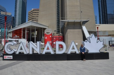 Gemma and the Canada sign outside the aquarium