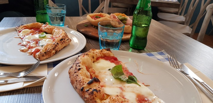 Traditional Napoli Pizza (and fried pizza)