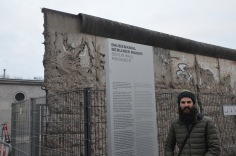 Kadin at the Berlin Wall